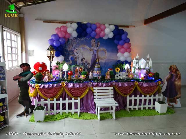 Decoração Os Enrolados luxo - Festa de aniversário com mesa forrada de pano (tecido cetim)