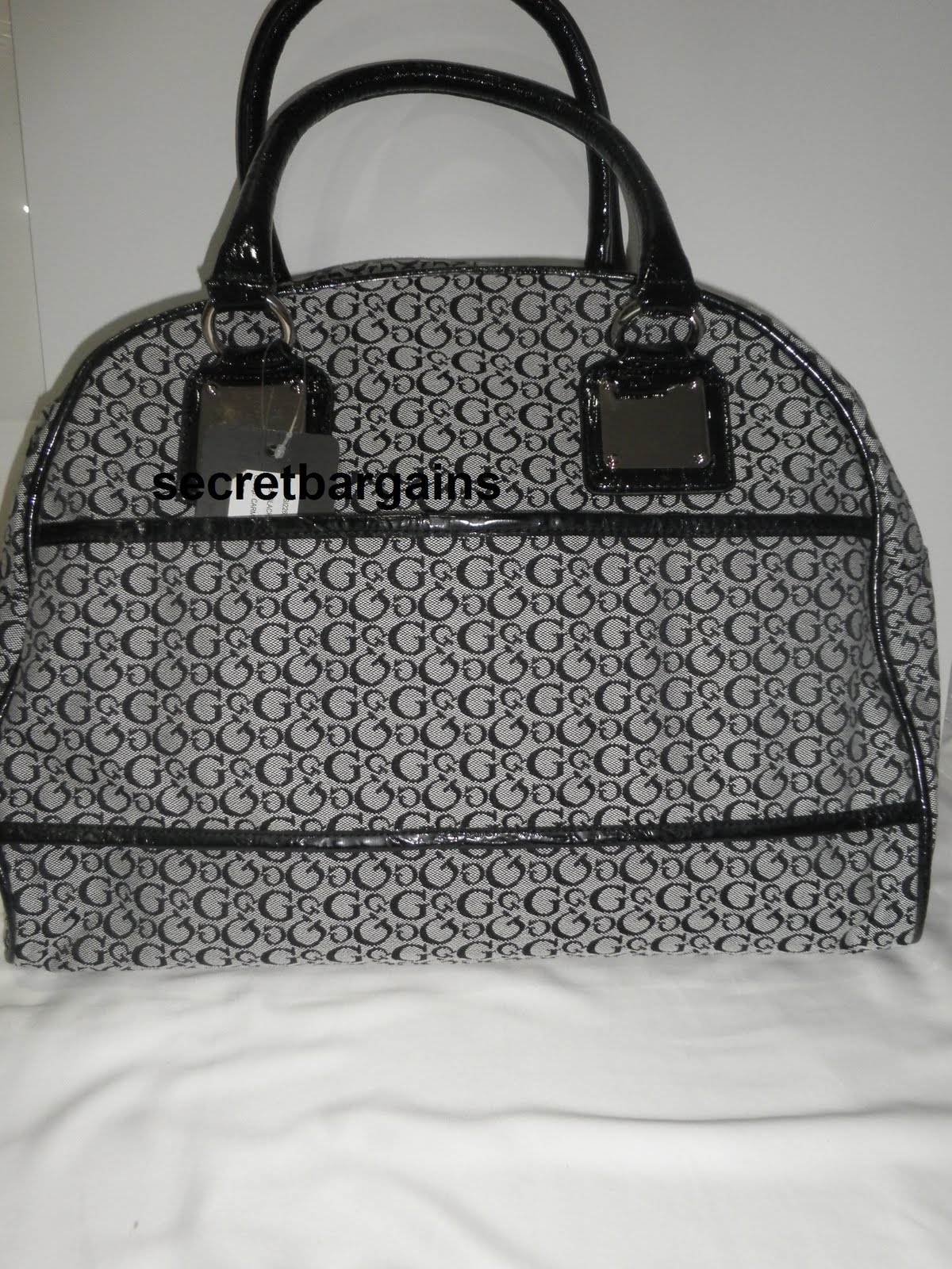 Guess Dome Las Travel Bag Top Zip Lined Detachable Shoulder Strap Interior Pocket And Two Slip Pockets Front Logo Plaque