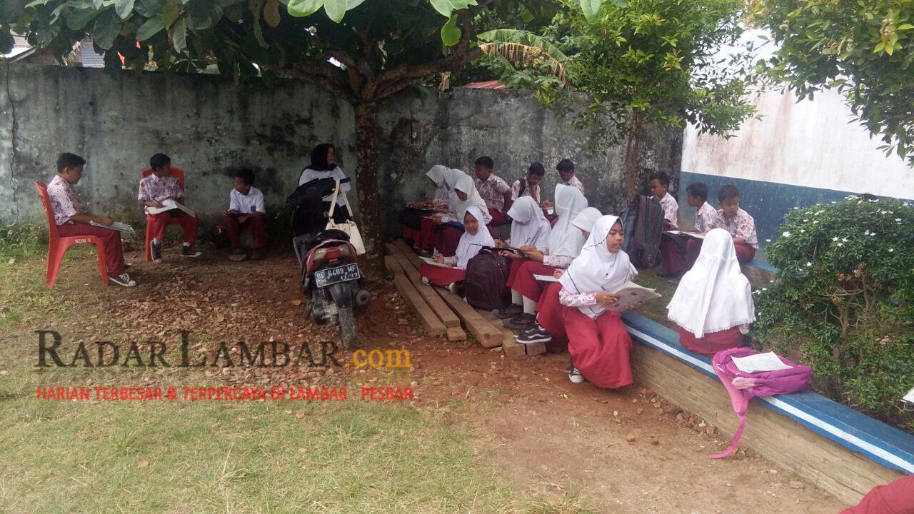 Potret Pendidikan di Pesbar, Sekolah Digusur Siswa UTS di Halaman Sekolah