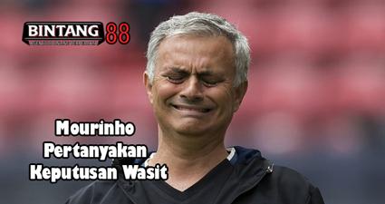 Mourinho Pertanyakan Keputusan Wasit