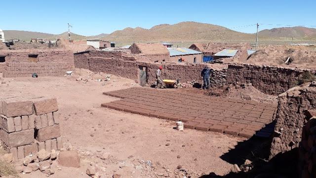 Er bekommt dafür 150 Bolivianos, etwa 18 Euros Lohn.