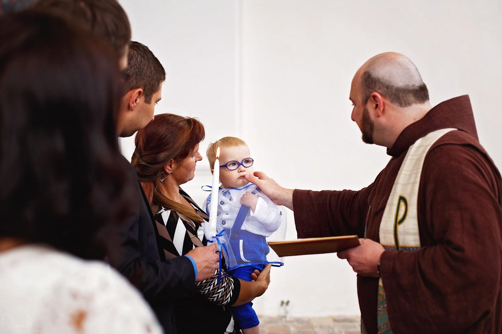 Krikštynų ceremonija. Žvakės uždegimas