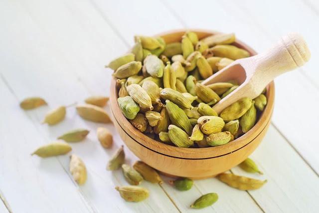 Cardamom oil essential-oils-natural-oils-for-control-fleas