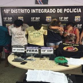 Evangélicos presos por tráfico de drogas fazem oração na delegacia pedindo libertação