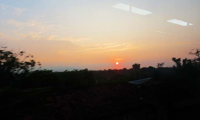 Sunrise dari Railbus Batara Kresna