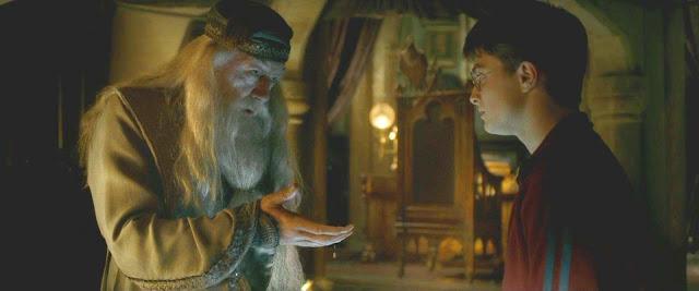 Албус Дъмбълдор разговаря с Хари Потър в Хари Потър и нечистокръвния принц