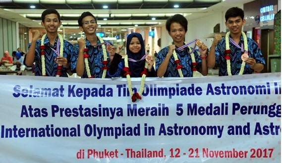 Olimpiade Astronomomi tingkat internasional dengan nama International Olympiad on Astronom Tim Olimpiade Astronomi Indonesia Raih 5 Medali Perunggu dalam Ajang International Olympiad on Astronomy and Astrophysics (IOAA) 2017