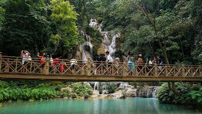 Bridge at the main waterfall area in Kuang Si Falls