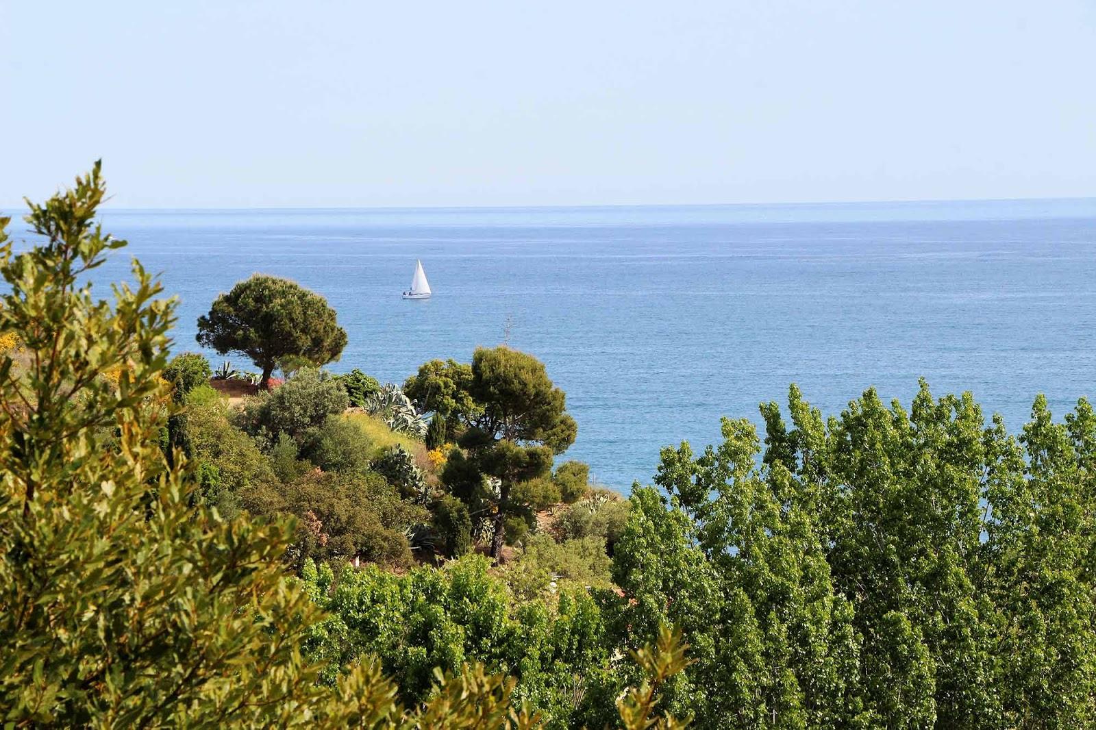 Kulturna citanka - Page 2 Paysages-mer-camping-les-amandiers