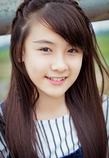Cô bạn Trần Đỗ Quyên, học sinh lớp 11 trường THPT Nghĩa Hành (Quảng Ngãi)  được nhiều người biết tới nhờ bức ảnh chân dung xinh đẹp.