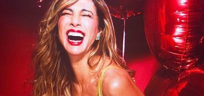 Após foto sensual, Luciana Gimenez é cantada por empresário e paquera na web