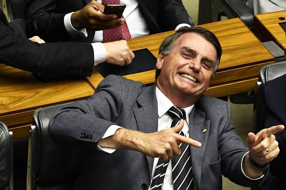 Jair Bolsonaro anuncia que vai liberar posse de arma por decreto