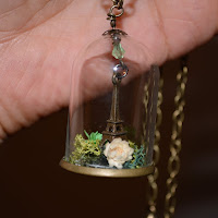 https://www.etsy.com/fr/listing/252727206/collier-pendentif-globe-verre-paris?ref=shop_home_active_1