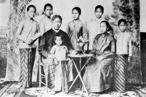 September Sejarah : Sekilas Tentang Foto Anak Perempuan Zaman Feodal