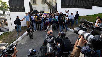 PUNTADAS CON HILO - Página 3 Venezuela-embajada-Espa%25C3%25B1a-Lopez