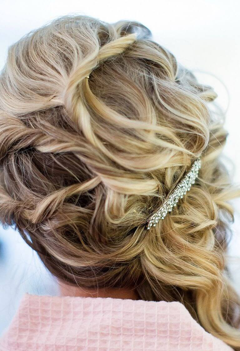 32+ Chic And Captivating Bridesmaid Hairstyles For Medium Length ...