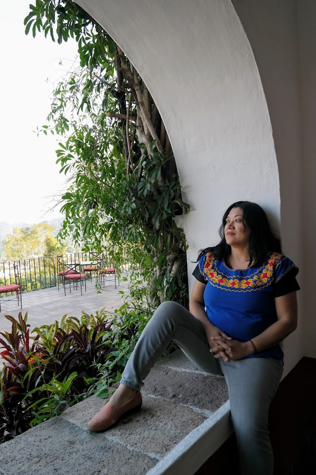 La talentosa escritora, Reyna Grande publicó La Distancia entre nosotros