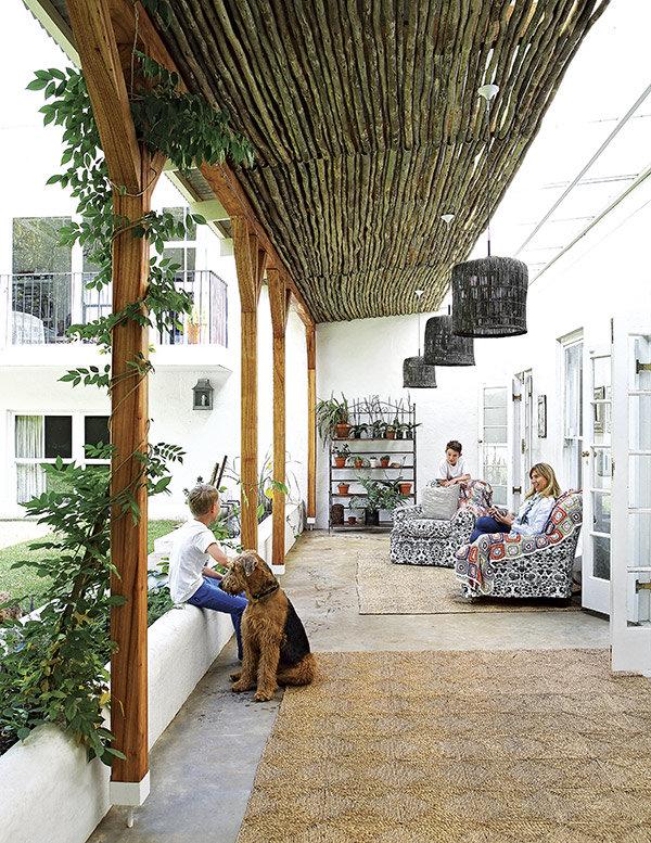 alfombras de fibras naturales en el porche chicanddeco