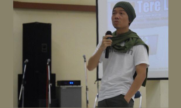 Tere Liye : Yang Suka Nyinyir dengan Fatwa MUI, Sebenarnya Dangkal Pengetahuannya
