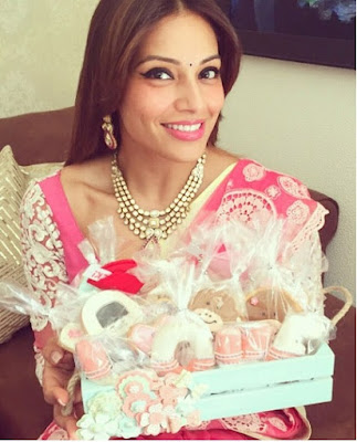 Bipasha with gifts
