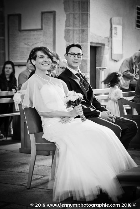 portrait des mariés, photo noir et blanc, sourire bonheur