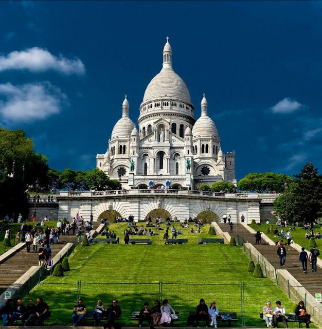 Seni Klasik dan Fashion di Paris