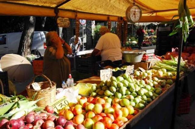 """""""Κόκκινη κάρτα"""" στους «μαϊμού» παραγωγούς των λαϊκών αγορών βγάζει η κυβέρνηση"""