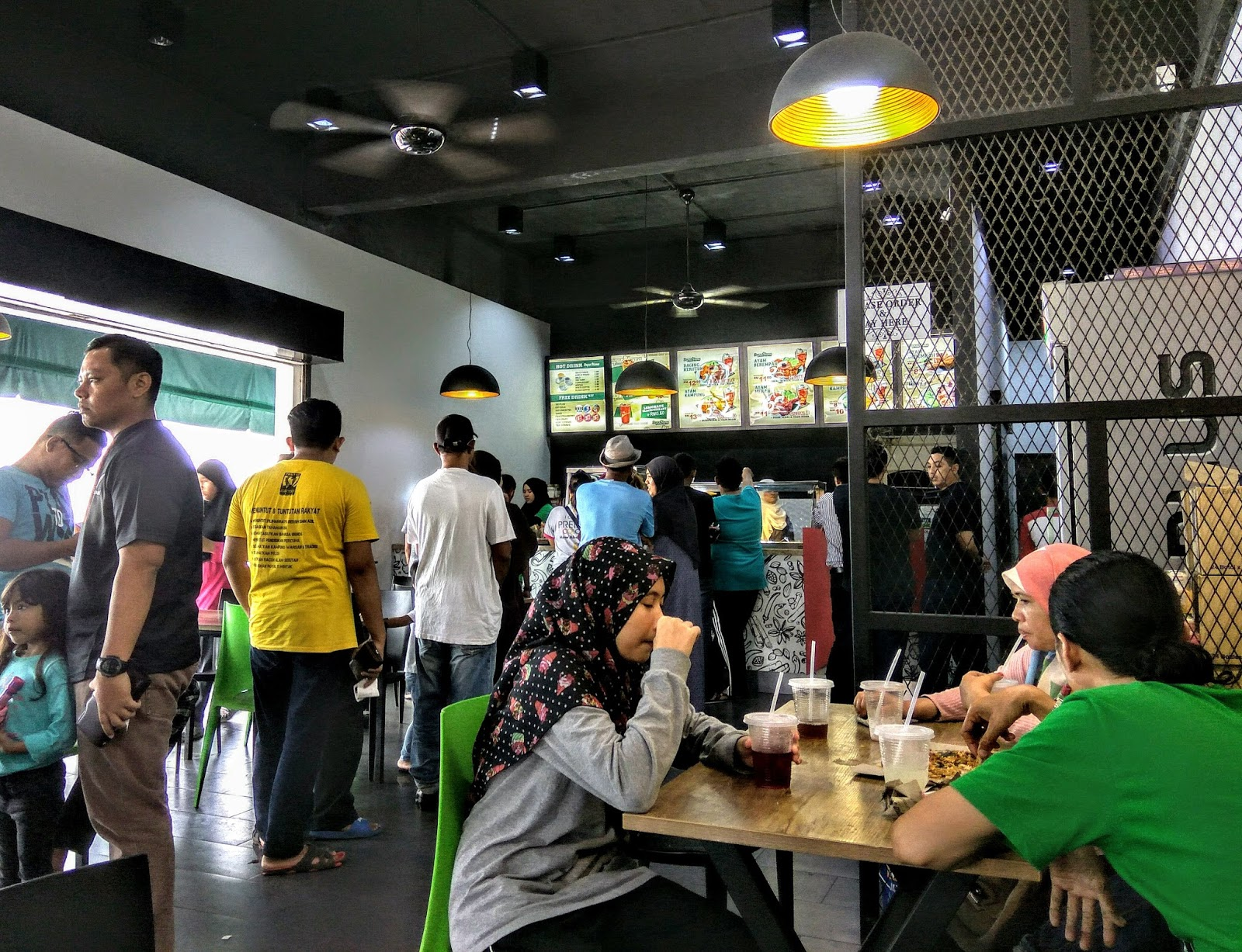 Look At The Queue Lunch Hour One Has To Submit Their Orders And Pay Counter First Before Lining Up Get Food They Do Have A Wide Variety Not