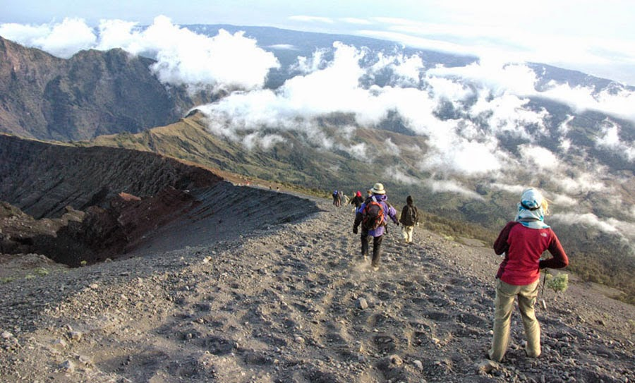 Slid downhill to Plawangan Sembalun Crater altitude 2639 m of Mount Rinjani