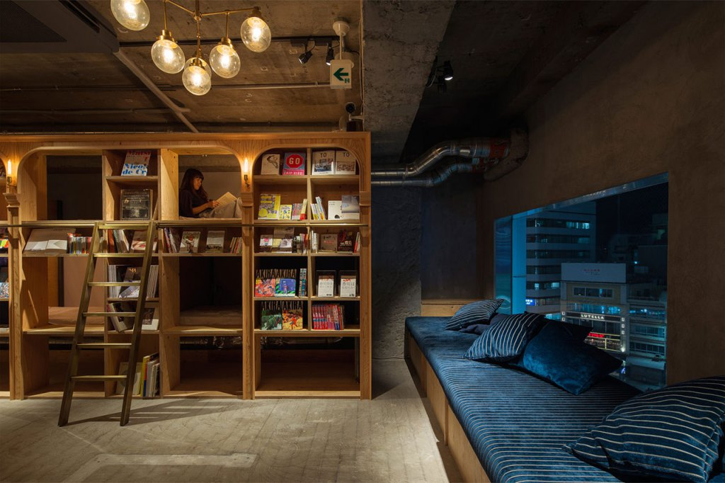 04-Architecture-in-the-Book-and-Bed-in-Tokyo-www-designstack-co
