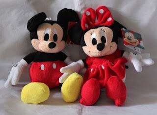 Gambar boneka Mickey dan Minnie Mouse berpasangan 7