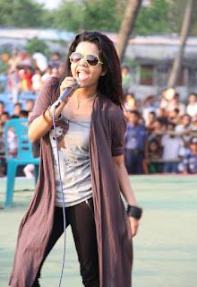 Mila Islam Bangladeshi Singer Singing Sexy