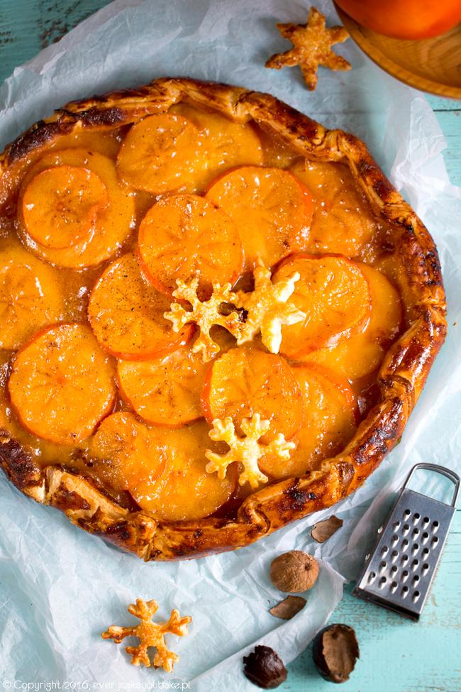 rustykalna tarta galette z persymoną na cieście francuskim