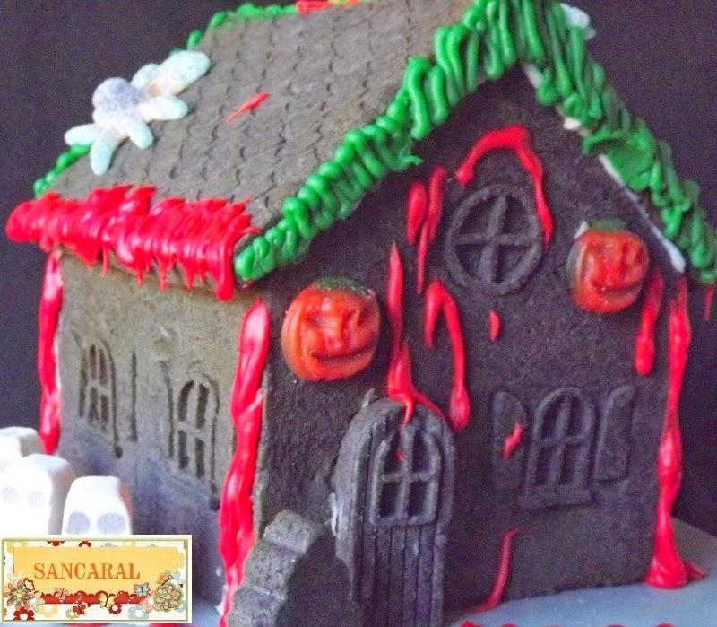 Casa de Halloween de galleta de chocolate