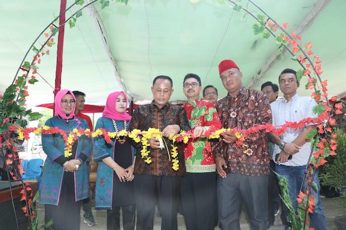 Plt Nanang Ermanto Launching Saung Taman Hijau Di GOR Way Handak Lamsel.