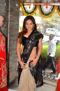 Neetu Chandra in Black Saree at Designer Sandhya Singh Store Launch Mumbai (16).jpg