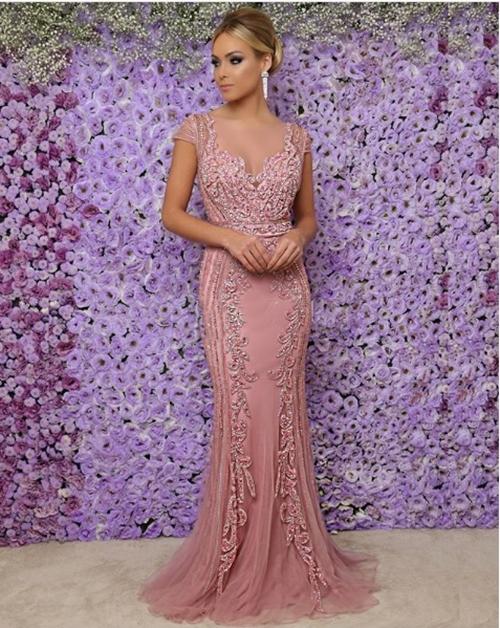 vestido de festa rosa manga curta