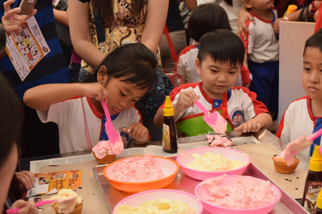 Siswa TK Kristen Kalam Kudus Surakarta Membuat Roti Bersama Solo Bakery 2017