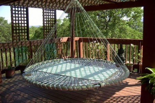 Floating Round Bed