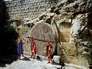 Resultado de imagen de imagenes del sepulcro de Cristo custodiado por los romanos