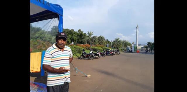 Sudah 4 Hari Mantan Karyawan Freeport Tunggu Jokowi Di Depan Istana