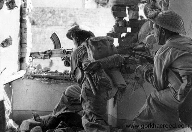 1939-45-WWII-7th-Gurkha-Rifles-gunners-in-Italy