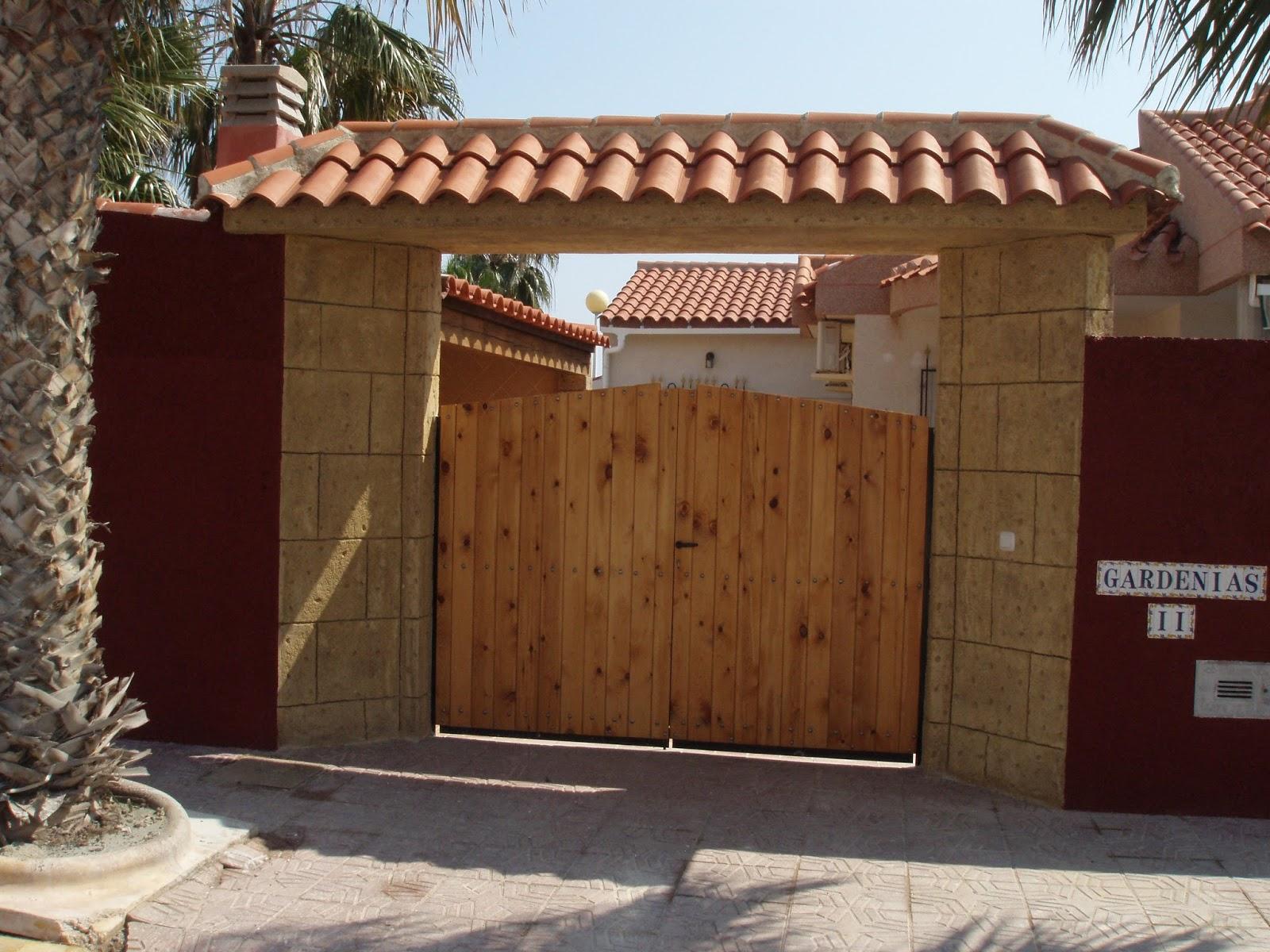 fachadas y puertas de entrada