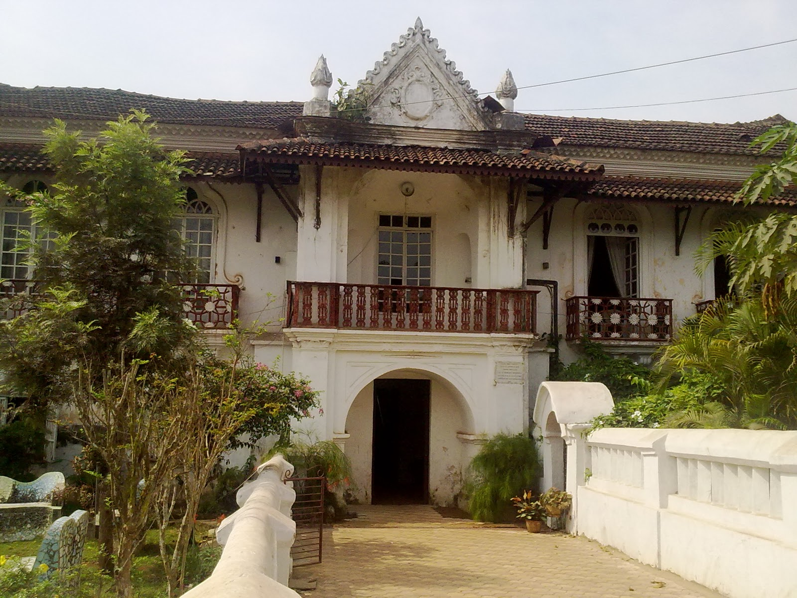 Off The Beaten Track In And Out Of Old Goan Homes