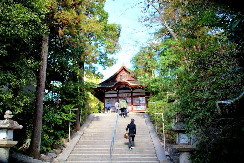登上宇治神社的階梯
