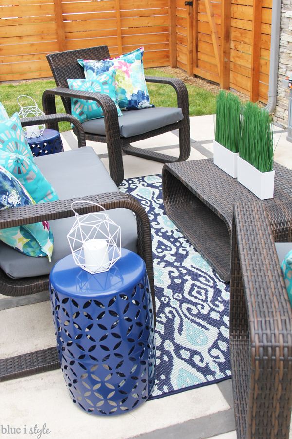No-sew way to reupholster outdoor cushions