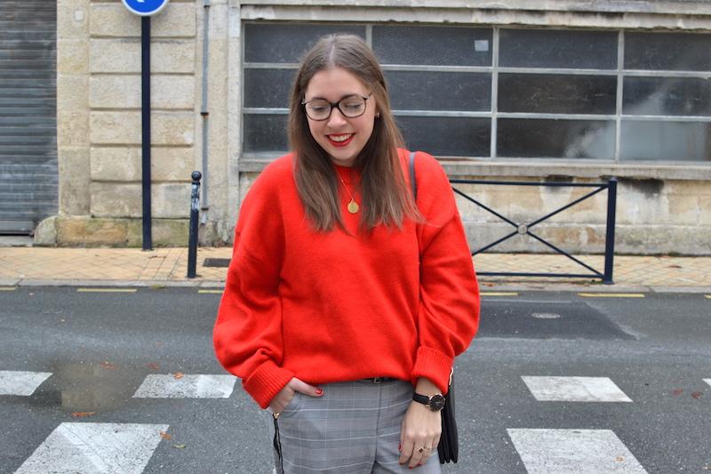 pull rouge H&M, pantalon prince de galles Zara, trio bag céline