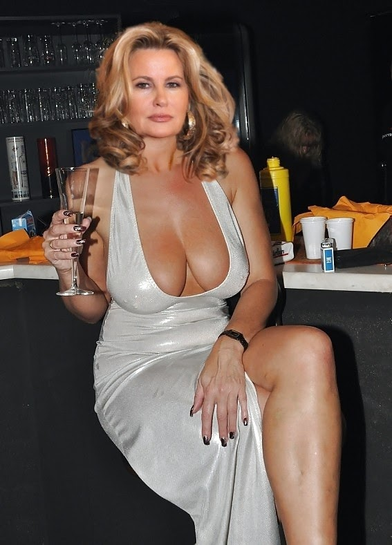 Jennifer Coolidge Nude Pictures