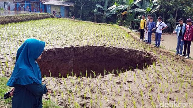 Inikah Penyebab Amblas Tanah di Sukabumi, Ada Terowongan Bawah Tanah?
