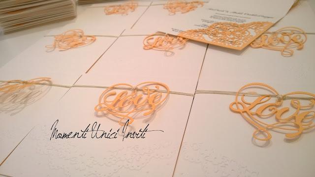 ac3 Le partecipazioni di Luca e Andrea CristinaColore Arancio Colore Bianco Partecipazioni intagliate Partecipazioni Pizzo pizzo Tema cuori